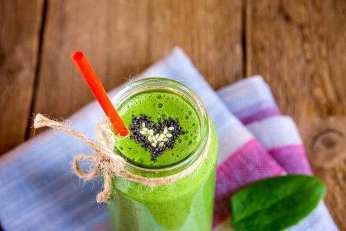 yeşil smoothie kalp süs