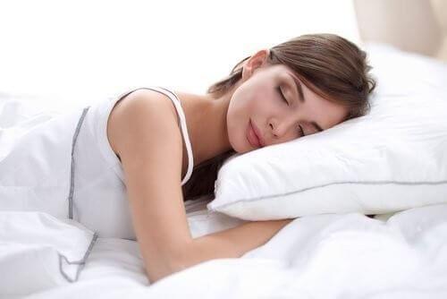 yüzüstü yatmak