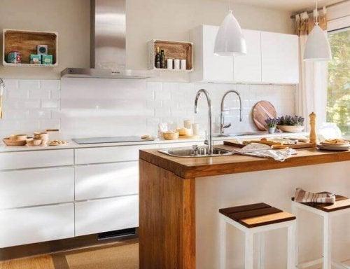 açık renk aydınlık mutfak