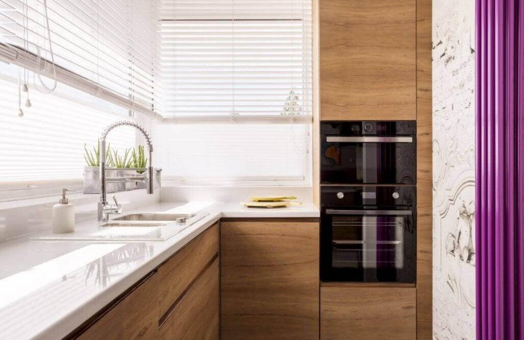 Küçük Bir Mutfağı Dekore Etmek İçin Kullanabileceğiniz 6 Harika Yöntem