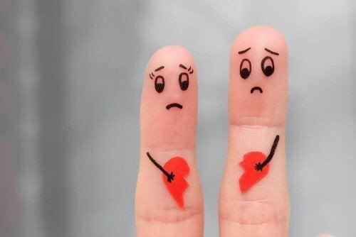 parmak şeklinde ayrılan çift figürü