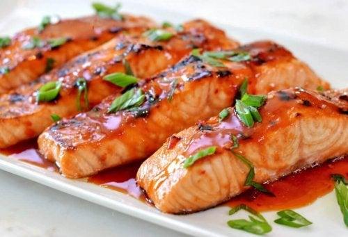 pişmiş somon balığı