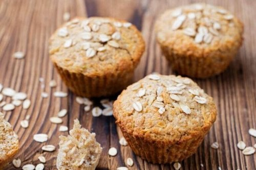 üç tane yulaflı muffin