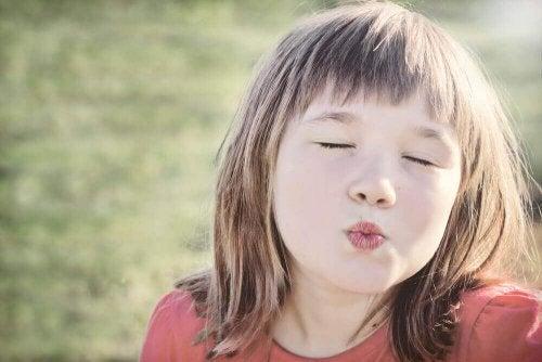 Çocukları Öpüşerek Selam Vermeye Zorlayamazsınız