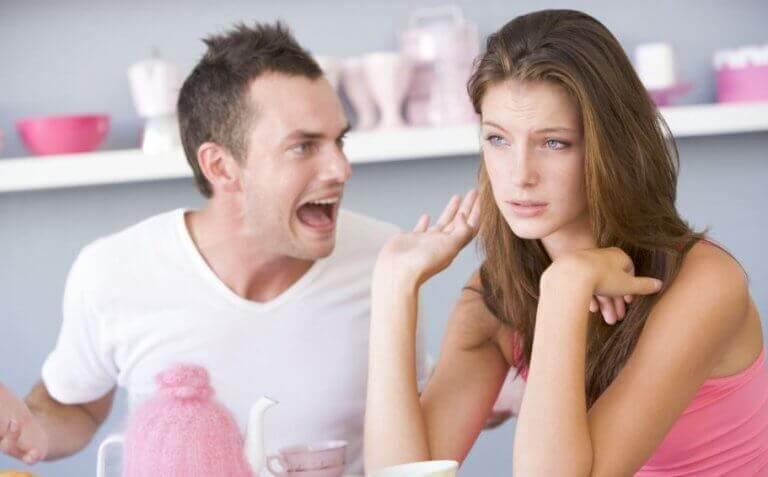 Partnerinizin Tolere Edilmemesi Gereken 6 Sözlü Suistimal Davranışı
