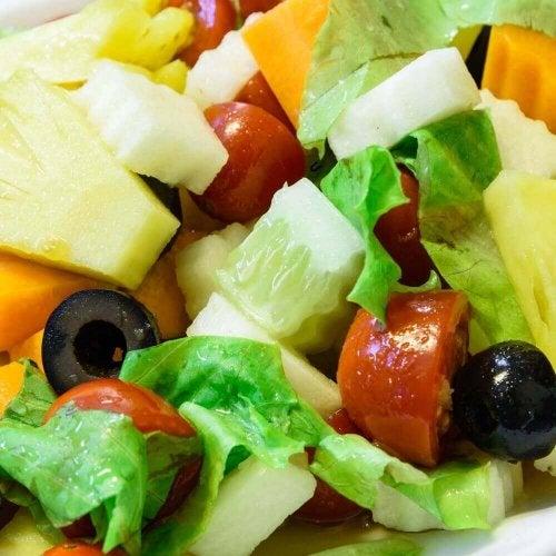 Akşam Yemeği İçin İdeal 3 Ananaslı Salata Tarifi