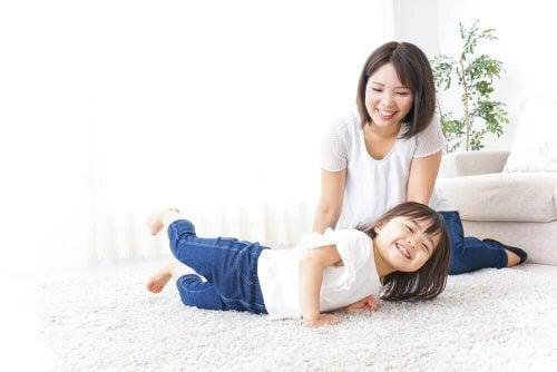 anne ve kız evde