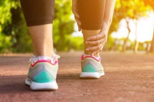 Şişen Bacaklar: Rahatlatıcı 5 Ev Yapımı Çözüm