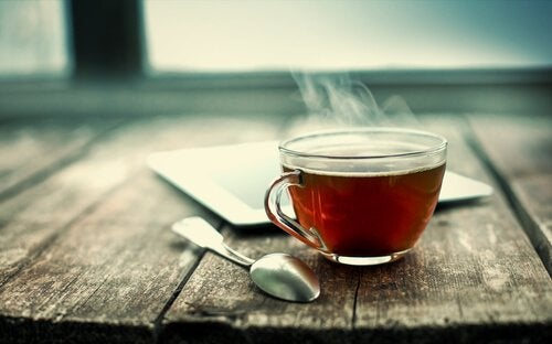 bir fincan sıcak çay