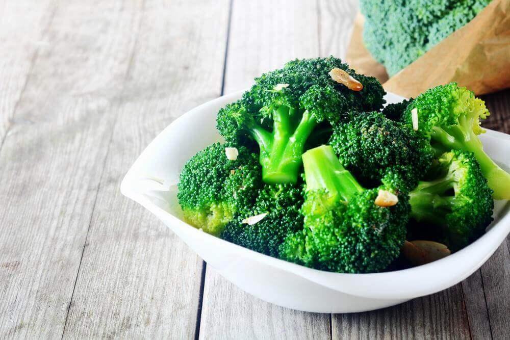 brokoli ve avokado salatası