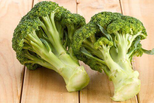brokoli çorbası ve poşe yumurta