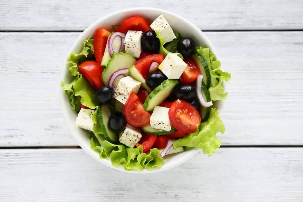 Bu Lezzetli Yunan Salatası ile Misafirlerinizi Şaşırtın