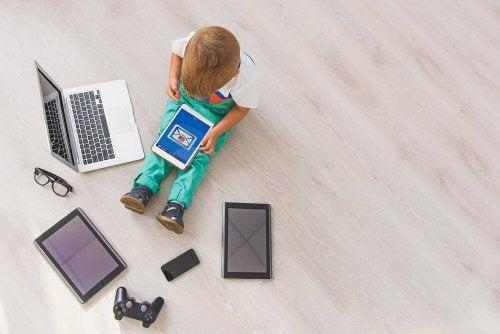 bilgisayarla çocuk