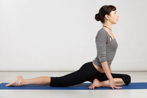 yarı güvercin yoga