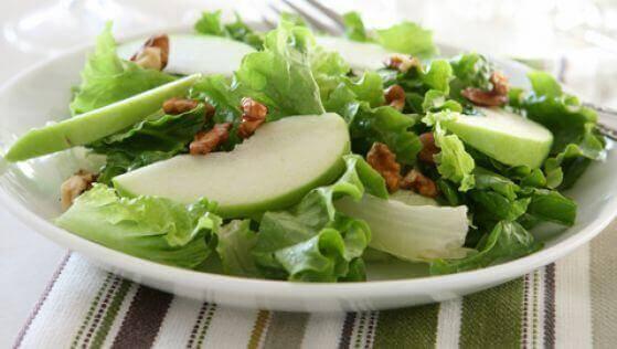Leziz Yeşil Elma ve Kereviz Salatası
