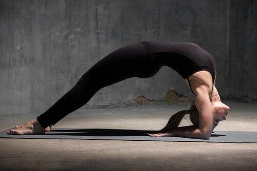 Enerjinizi Yenilemek İçin Yapabileceğiniz 4 Yoga Duruşu