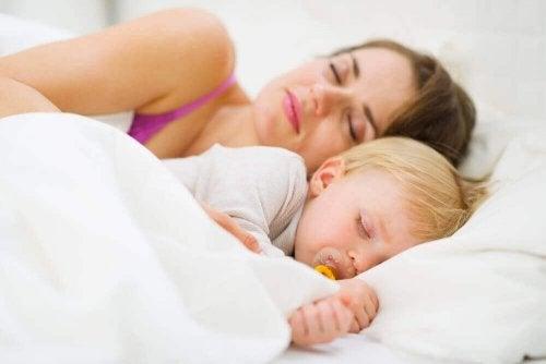 Bebeğinize Geceleri Uyumayı Nasıl Öğretirsiniz