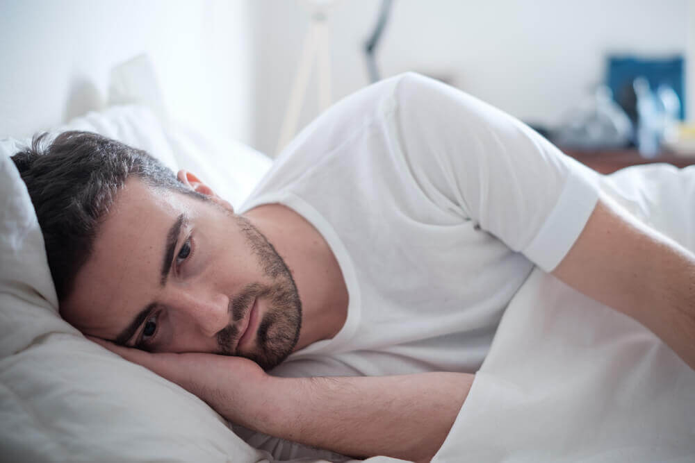 yatakta yatan adam