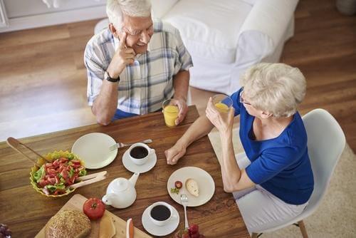 kahvaltı yapan çift