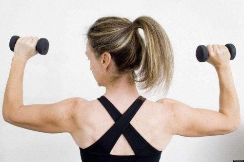 kollarınızı omuz presle güçlendirin