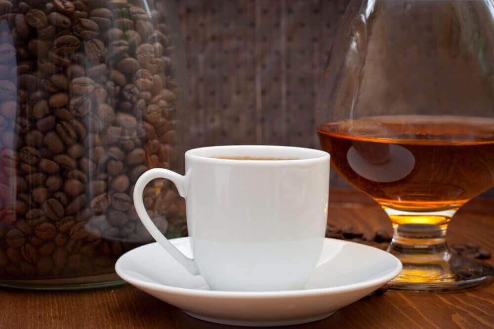 kahve çekirdekleri ve alkol