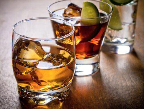 üç farklı alkollü içecek