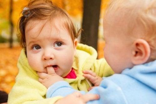 bebekler ısırma