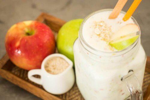 elma ve yulaf içeceği