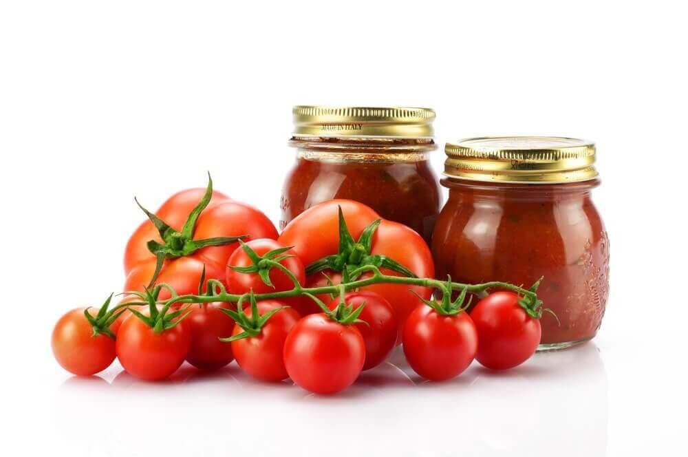bir kaç domates ve salça