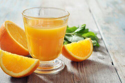 bir bardak portakal suyu