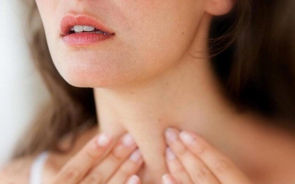 tiroit kontrol eden kadın
