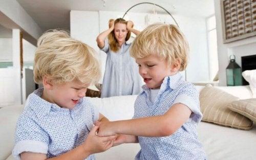 çocuklar oyun tartışma anne