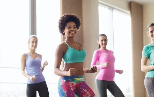 dans kardiyo grup kadınlar