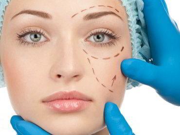 estetik ameliyata girecek kadın