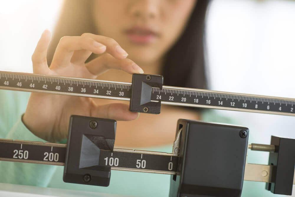 kadın kilosuna bakıyor