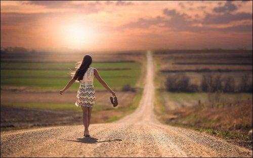 kadın yol ufuk
