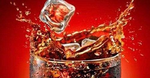 kola şekerli içecek