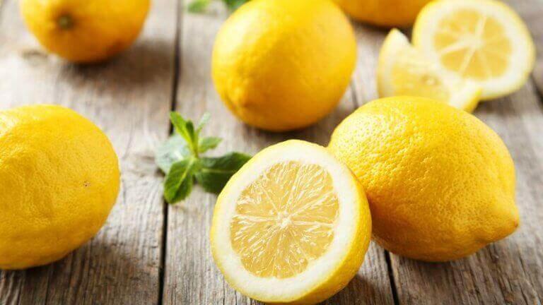 saç uzamasını teşvik etmek için limon