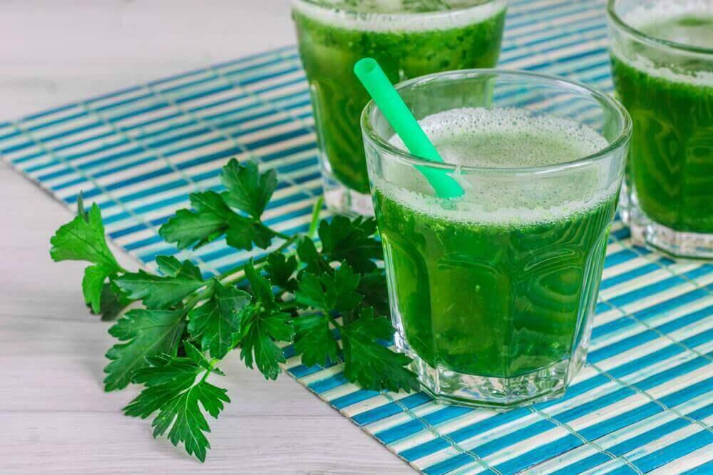bardakta yeşil smoothie