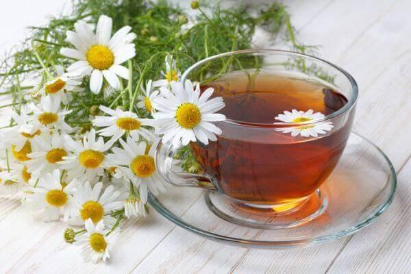 bir bardak papatya çayı