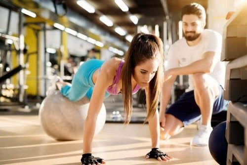 plank pilates topu kadın