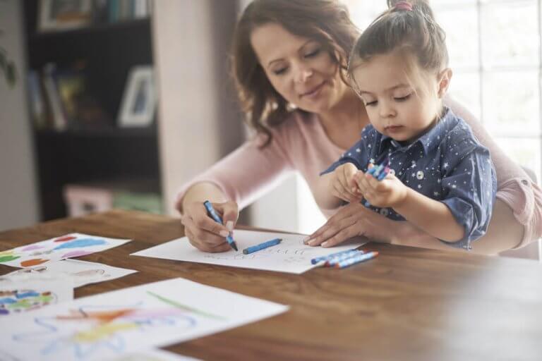 masada resim yapan anne kız