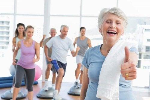 spor salonu mutlu yaşlılar