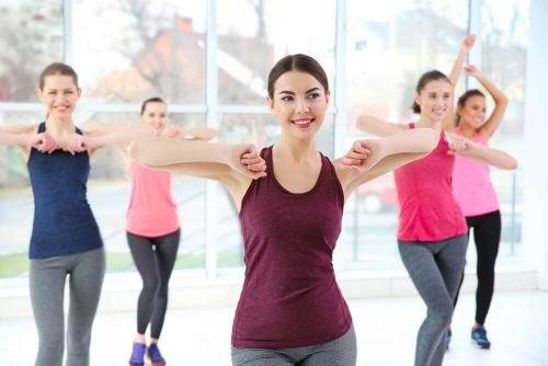spor yapan kadınlar dans