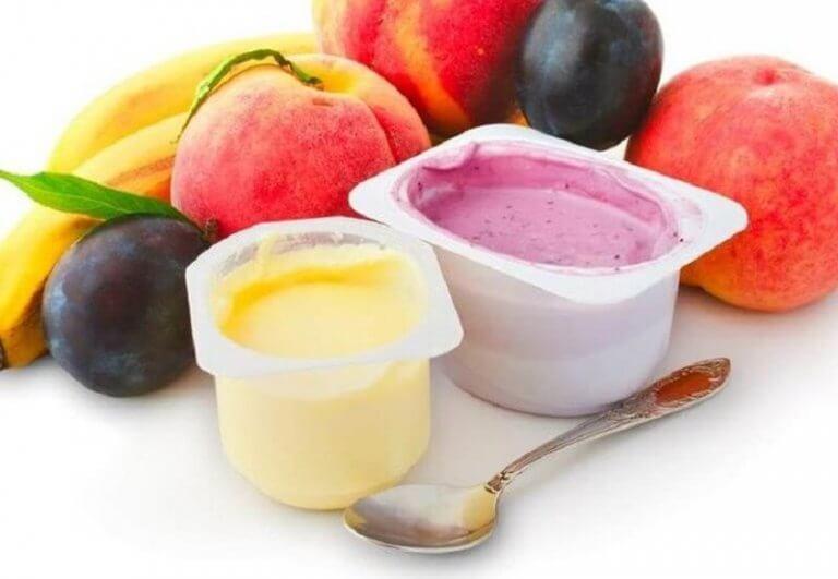 renkli renkli yoğurtlar