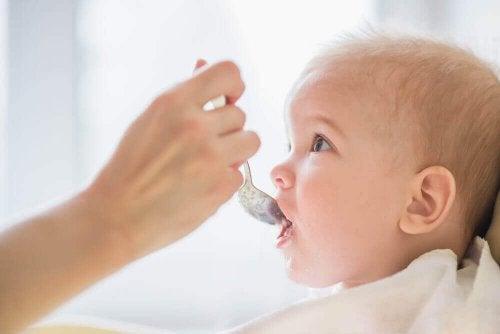 Bir Bebeğe Yedirmemeniz Gereken 8 Zararlı Yiyecek