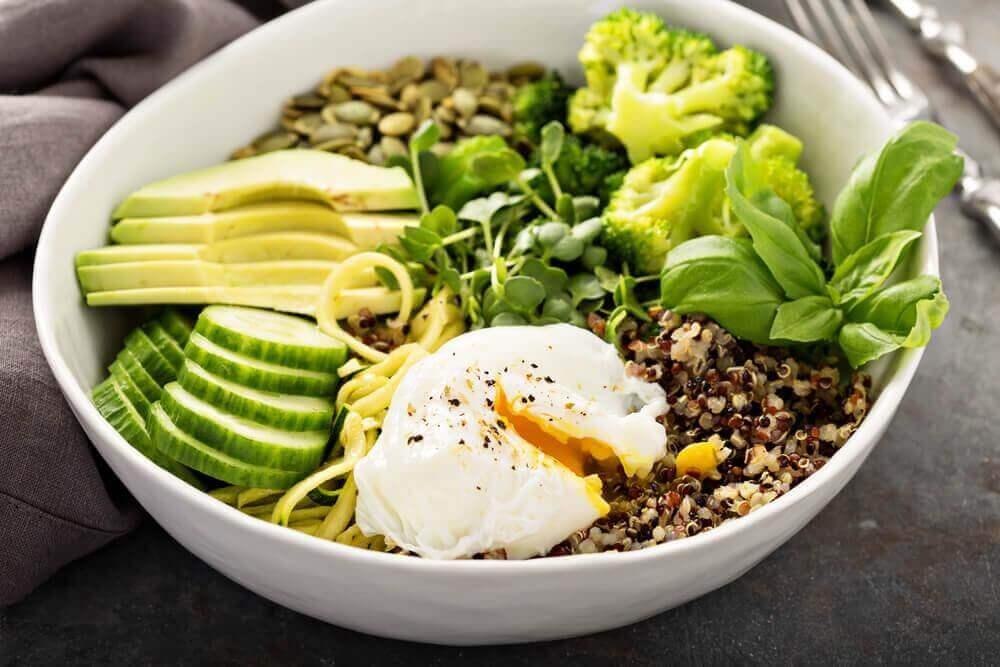 avokadolu yumurtalı salata