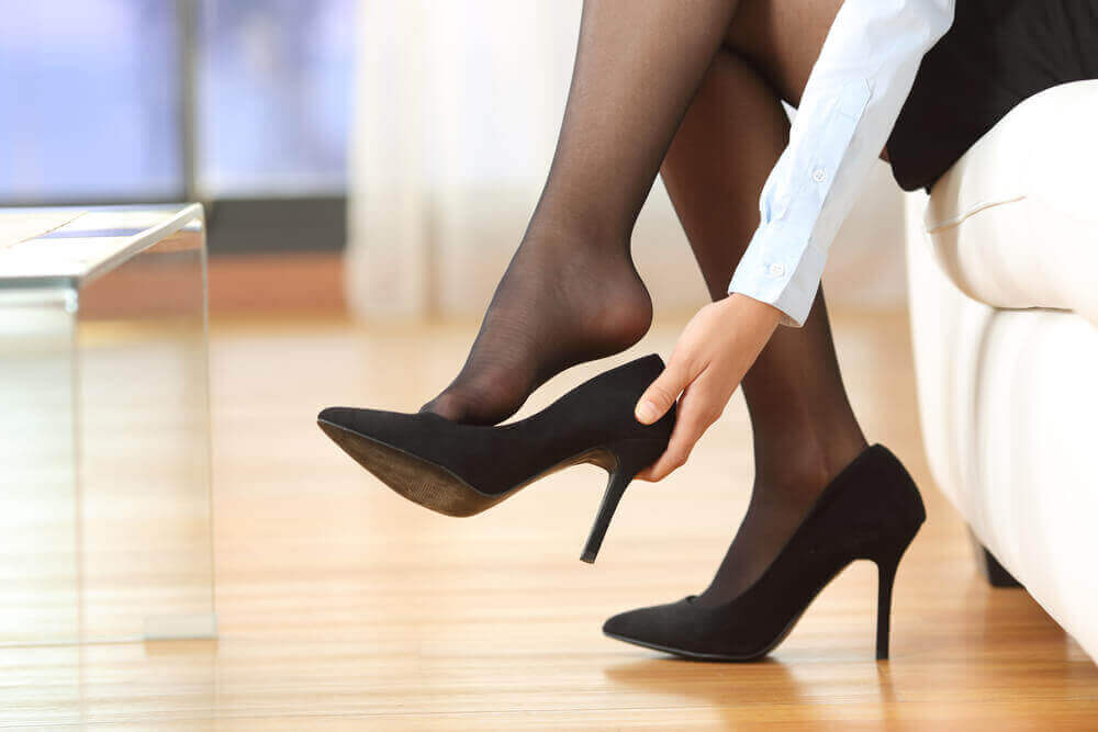 yüksek topuklu giyinmek