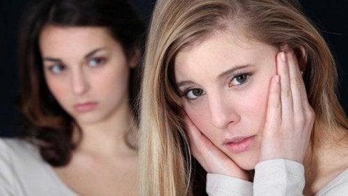 iki kız arkadaş