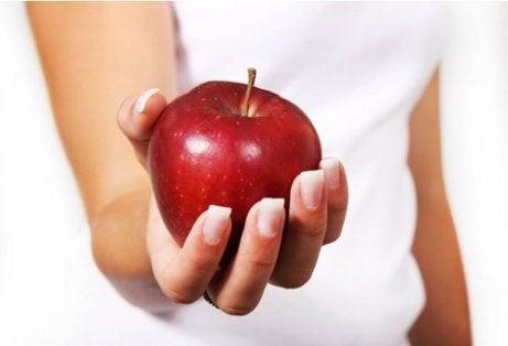 bir kırmızı elma